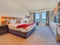 Studio Apartment with Views over Auckland in Heritage Towers, Carpark