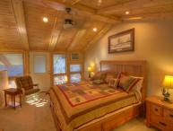 Sleeps 4, Tastefully-Remodeled, Ski Condo Short Walk / View of the Slopes on