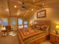 Sleeps 4, Tastefully-Remodeled, Ski Condo Short Walk / View of the Slopes on