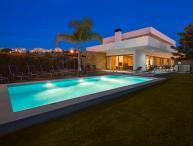 Villa Marina - Exceptional Contemporary 5 bed villa, walk to amenities, large