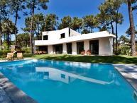 Villa Aroeira, Sleeps 8