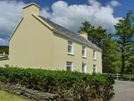 BAY VIEW, pet-friendly detached cottage in countryside, close to coast, in Ballinskelligs, Ref 925670