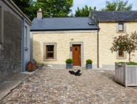 MOUNT BRUIS, end-terrace, shared courtyard, woodburner, open plan, near Tipperary, Ref 925721