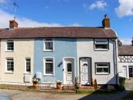 BLUEBELL COTTAGE romantic retreat, close to medieval walls and castle, harbour nearby in Conwy Ref 924532