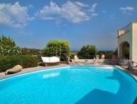 Villa La Breeze, Sleeps 10