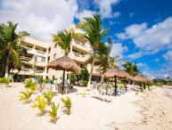 La Tortuga 7. Spacious condo on the 3rd floor overlooking the pool and beach