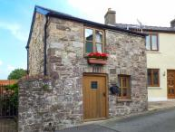 THE OLD STABLE, cosy cottage, open plan living area, roadside parking, in Gilwern, Ref 925359
