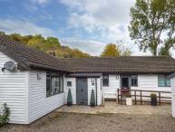 BELLCROFT, detached bungalow, two woodburners, en-suite, pet-friendly, enclosed garden, in Wrexham, Ref 927997
