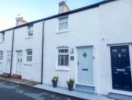 KIRRIN COTTAGE, king-size double bedroom, WiFi, walks from the door, romantic retreat, in Conwy, Ref 920860