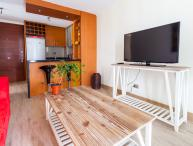 Cozy 2 Bedroom Apartment Near Araucano Park