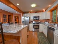 5 Bedroom Immaculate Chalet with Dock Slip and Community Indoor Pool