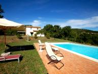 Detached house with private pool 2kms from village