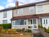 CRAIGFRYN, mid-terrace, close to amenities, parking, garden, in Conwy, Ref 930569