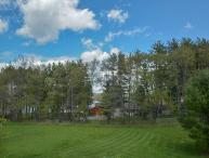 Large Lawn, Pool Table & Nearby Lake Access