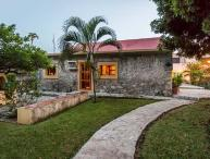 Casita Maya - Centrally Located, Vaulted Ceilings, Stone Constuction