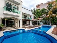 Casa Santa Pilar - Beachfront, Amazing Pool/Jacuzzi, Pool Table