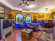 Hacienda Sombrero - Large Pool and Yard, Central Location, Corpus Christi Neighborhood