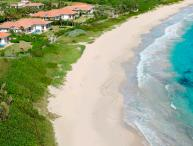 True Beachfront, Ideal for Families & Groups, Private Pool, Short Distance to Restaurants