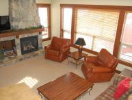 Big White Stonebridge Lodge 1 Bedroom Executive Condo with Hot Tub