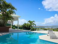 Ideal for Couples & Groups, Private Pool, Short Drive to the Beach & Restaurants