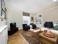 Modern 2 bed apartment just minutes from lovely Holland Park