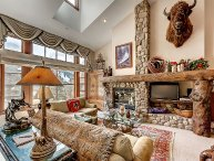 Rustic 3BR + Den Meadows Townhouse In Beaver Creek Village, 180 Yards To Ski