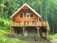 Big Laurel Cabin - Wonderful Mt. Chalet, all wood, hot tub, fishing in the creek, sleeps up to 8