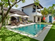 Luxury 4, 3BR Waterfront Villa, Nusa Dua;