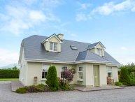 REEKS COTTAGE en-suites, detached, open fire, close to beaches, in Killorglin Ref 938803