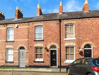 CANNING HOUSE, mid-terrace, pet-friendly, off road parking, private patio, in Chester, Ref 942083