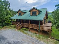 Beautiful Log Home, 2 bedroom 2 bath