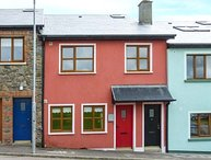AOIBHNEAS, romantic and spacious ground floor apartment, close to shops and pubs, in Dingle, Ref 940323