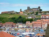 HIGH TIDE, duplex apartment with WiFi, close to beach, harbour and amenities, n Whitby, Ref 936656