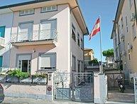 6 bedroom Villa in Camaiore, Tuscany, Italy : ref 2269872
