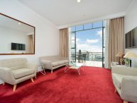 Sunny Heritage Hotel Serviced Auckland CBD Apartment with Views of Swimming Pool with Parking