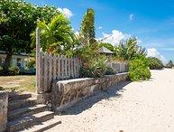 Turrasann's Beachfront Villa Runaway Bay, 3 BR