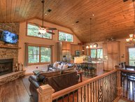 4BR Upscale Mountain Chalet with Views, Game Room, HDTVs, King Master Suite