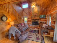 3BR Log Cabin with Views, 5 Minutes to Boone, Close to All Attractions, Hot Tub, Fire Pit, Fusbol Table, King Bed, 4 HDTVs