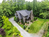 4BR Elegant Timber Frame Home With Designer Touches Throughout, Heart of Valle Crucis, Close to Boone, Hot Tub, A/C, Foosball