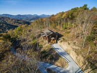 Newly-built Upscale 3BR Cabin in Blowing Rock with Long Range Views, New Hot