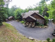 4BR Upscale Mountain House plus Guest House, Beech Mtn Club, Hot Tub, Great Outdoor Living Room, Less Than A Mile From Ski Beech Slopes, Mountain Creek, Gas Log Fireplace, Gas Grill