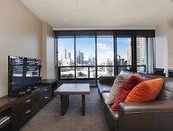 14th Floor City Views Southbank Apartment