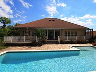 Two story 4 bedroom villa in Grand Bahamas walking distance from beach