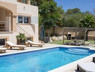 Large luxury villa, 10 mins walk to beach & restaurants, 10 mins to San Antonio