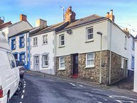 MERCHANTS COTTAGE, character holiday home, two bedrooms, WiFi, enclosed courtyard, in Bideford, Ref 945050
