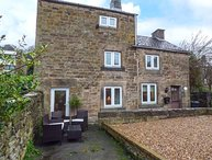PINE COTTAGE, detached, three floors, private patio, in Matlock, Ref 930895