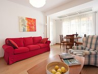 Wide apartment of 4 bedrooms for 6 guests next to Barcelona Fair