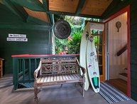 Hale Luia is an open and bright Hawaiian Island Style home close to the beach