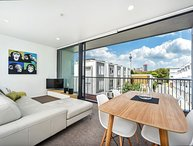 2 Bedroom Serviced Family Accommodation with Parking near Victoria Park, Auckland