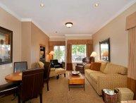 Sidney Oceanview 2 Bedroom Executive Condo Close to Beach and Marina